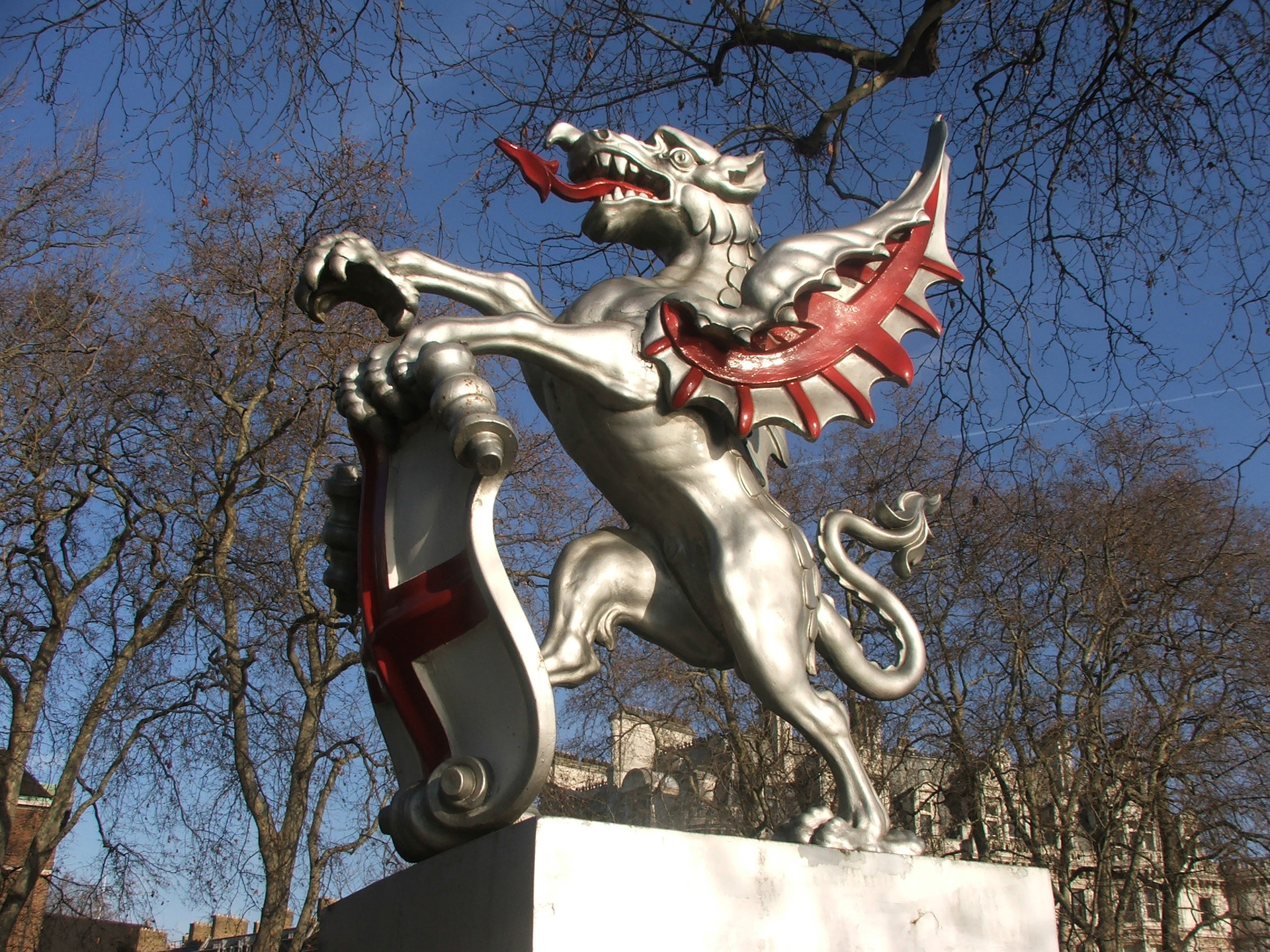 london-dragon-1451870-1920x1440